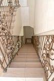 旅馆内部的片段有梯子的 免版税库存照片