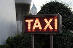 旅馆出租汽车标志灯箱 免版税库存图片