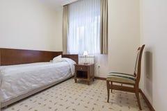 旅馆卧室的内部 免版税图库摄影