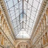 旅馆和购物拱廊 免版税库存照片