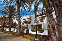 旅馆在特内里费岛海岛-黄雀色西班牙 图库摄影