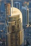 旅馆在迪拜由巨大的火焰摧残了 免版税库存照片