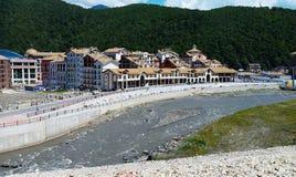 旅馆复杂在Krasnaya Polyana,索契 免版税库存照片