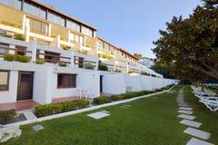 旅馆外部看法在Sesimbra 免版税库存图片