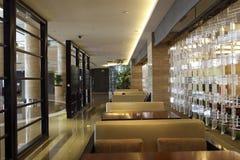 旅馆大厅休息室区域 免版税库存图片