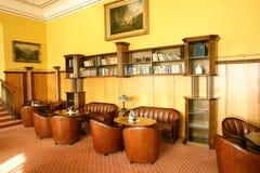 旅馆大厅内部。 免版税库存照片
