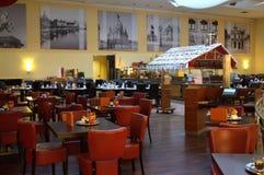 旅馆大厅咖啡馆 免版税库存照片