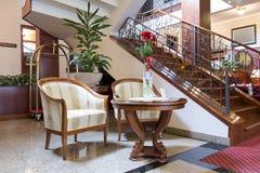 旅馆大厅的内部 免版税库存照片