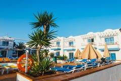 旅馆大厦和游泳池复合体在竞技场旅馆里在Corralejo,西班牙 库存照片