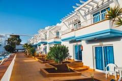 旅馆大厦和游泳池复合体在竞技场旅馆里在Corralejo,西班牙 图库摄影