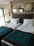 旅馆客房两床 免版税库存图片