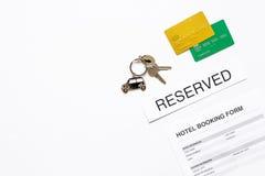 旅馆客房保留白色背景顶视图空间的预约表格文本的 库存照片