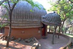 旅馆客房在Shakaland祖鲁族人村庄,南非 免版税库存照片