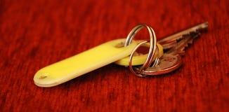 旅馆客房钥匙 免版税库存照片