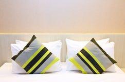 旅馆床 免版税库存图片