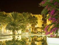 旅馆晚上视图 库存照片