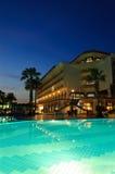 旅馆普遍照明的晚上 免版税库存照片