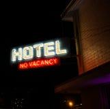 旅馆没有空位霓虹灯广告 库存图片