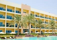 旅馆现代掌上型计算机池游泳结构树 免版税库存照片