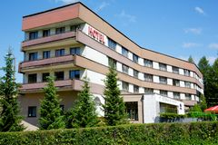 旅馆的大厦命名了Helios 免版税图库摄影