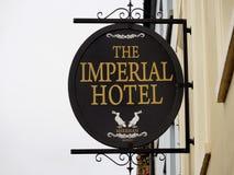 旅馆的标志在Tralee爱尔兰 免版税库存照片