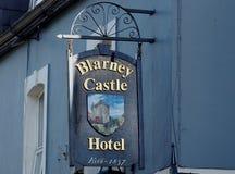 旅馆的标志奉承的爱尔兰 库存照片