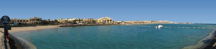 旅馆的海滩全景 库存照片