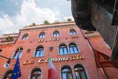 旅馆的门面一La Commedia在威尼斯,意大利 库存照片