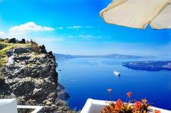 从旅馆的风景看法在圣托里尼,希腊 库存图片