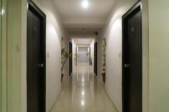 旅馆走廊 免版税库存照片