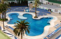 旅馆非常美丽池游泳 免版税库存照片