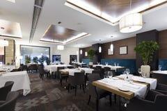 旅馆餐馆的内部 免版税库存图片