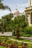 旅馆从庭院的Negresco视图圆顶  图库摄影