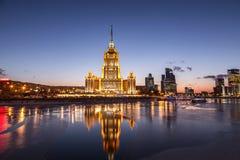 旅馆`拉迪森皇家`的晚上视图,莫斯科 库存图片