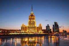 旅馆`拉迪森皇家`的晚上视图,莫斯科 免版税图库摄影