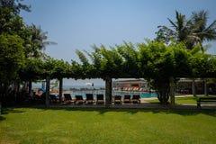 旅馆水池的图象在华欣泰国 免版税库存照片