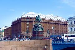 旅馆Astoria和纪念碑尼古拉一世在圣彼得堡 免版税库存照片
