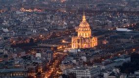 旅馆des Invalides的鸟瞰图在巴黎在晚上 免版税库存照片