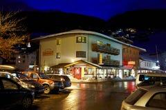 旅馆Garni Granat在夜间 库存图片
