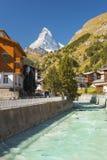 旅馆Perren有马塔角的看法,策马特,瑞士 免版税库存照片