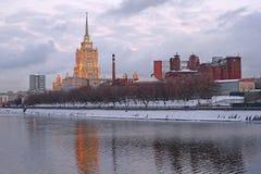 旅馆Ukrain在莫斯科 免版税库存图片