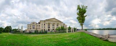 旅馆Volzhskaya里维埃拉和伏尔加河, Uglich, Ru全景  免版税库存图片