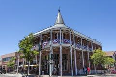 旅馆Weatherford门面在旗竿,亚利桑那 免版税库存图片