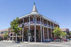 旅馆Weatherford门面在旗竿,亚利桑那 免版税库存照片