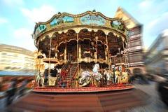 旋转木马在圣诞节市场上自白天 库存照片