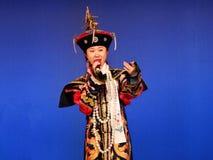 满族的服装的种族歌手在Banjin节日 库存图片
