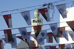 旗子和尖塔habour的在阿曼 免版税库存照片