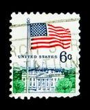 旗子和白宫,旗子问题serie,大约1970年 免版税库存照片
