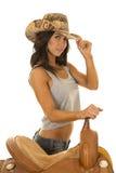 旗子无袖衫女牛仔帽子的妇女由马鞍 免版税库存照片