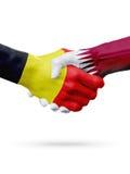 旗子比利时,卡塔尔国家,合作友谊握手概念 免版税图库摄影